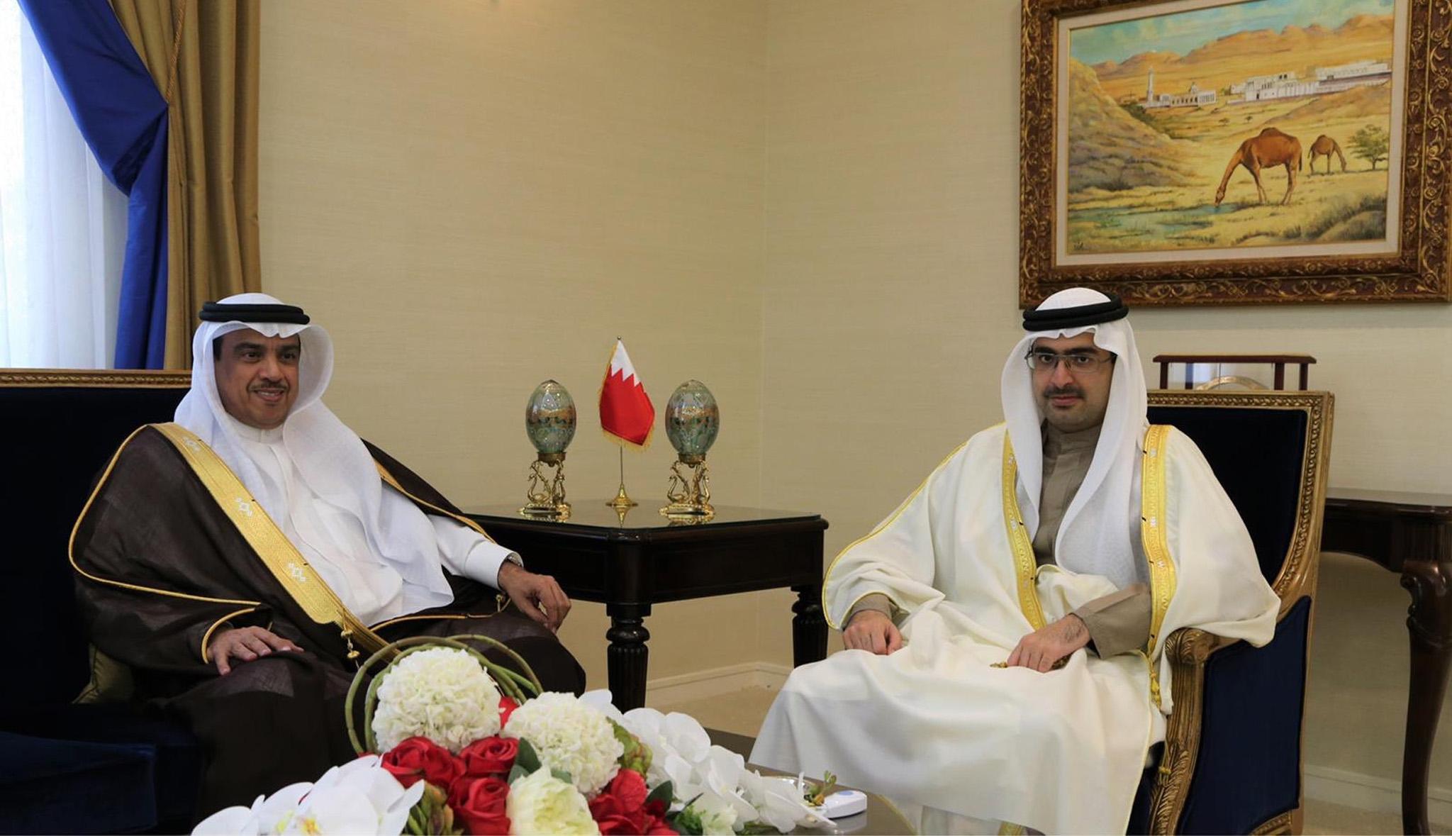 سمو المحافظ يلتقي مع سفير مملكة البحرين لدى سلطنة عمان الشقيقة