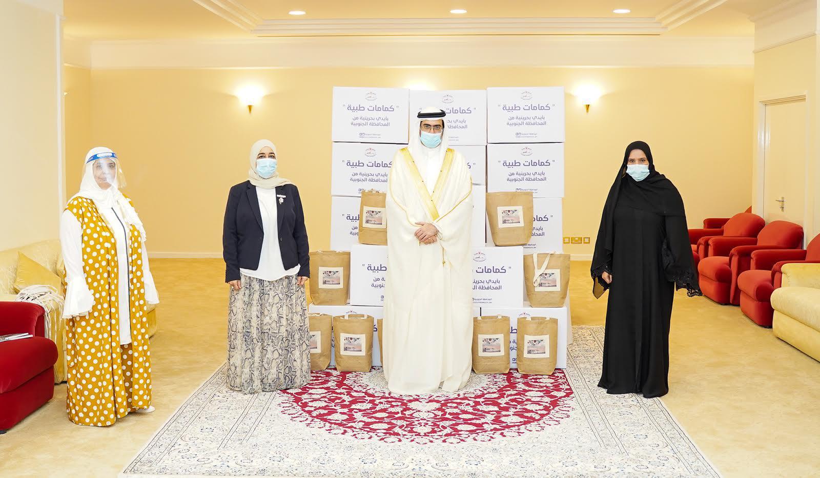 المحافظة الجنوبية تتسلم 2000 كمام طبي من الجمعية البحرينية لتنمية المرأة وجمعيات أهلية أخرى، ضمن جهود المحافظة الجنوبية في تعزيز الإجراءات الاحترازية